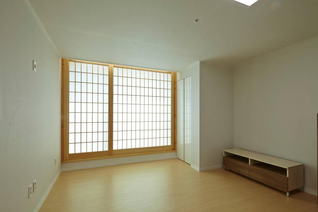 상인동 아파트인테리어: 스마트건축사사무소의  침실