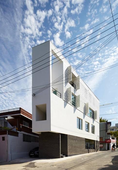 Maisons modernes par 스마트건축사사무소 Moderne