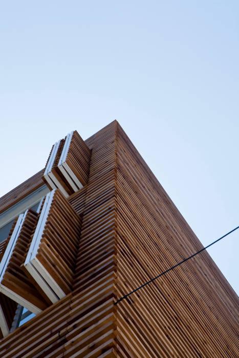 루버하우스: 스마트건축사사무소의  창문,