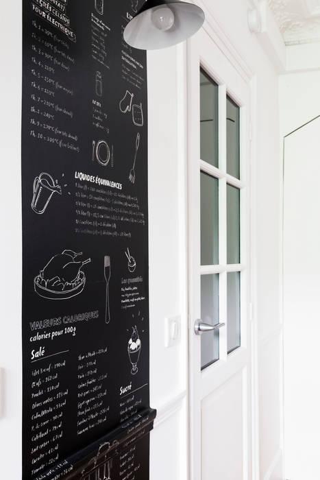 Pièce à vivre : pièce à vivre  - Appartement industriel chic & moderne 55m2 - 75010 Paris: Salle à manger de style de style Industriel par Espaces à Rêver