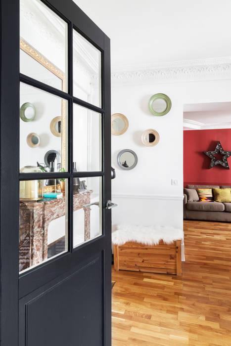 Pièce à vivre : entrée  - Appartement industriel chic & moderne 55m2 - 75010 Paris: Couloir et hall d'entrée de style  par Espaces à Rêver