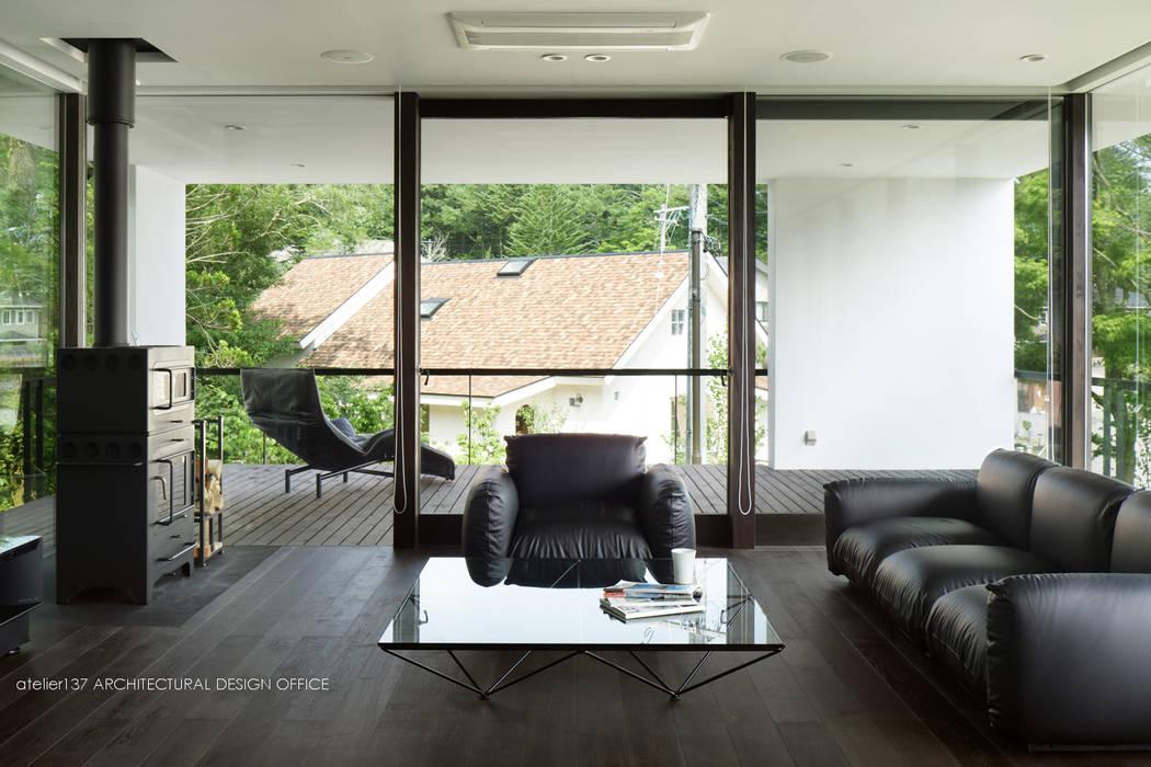 atelier137 ARCHITECTURAL DESIGN OFFICE Modern Living Room Wood Black