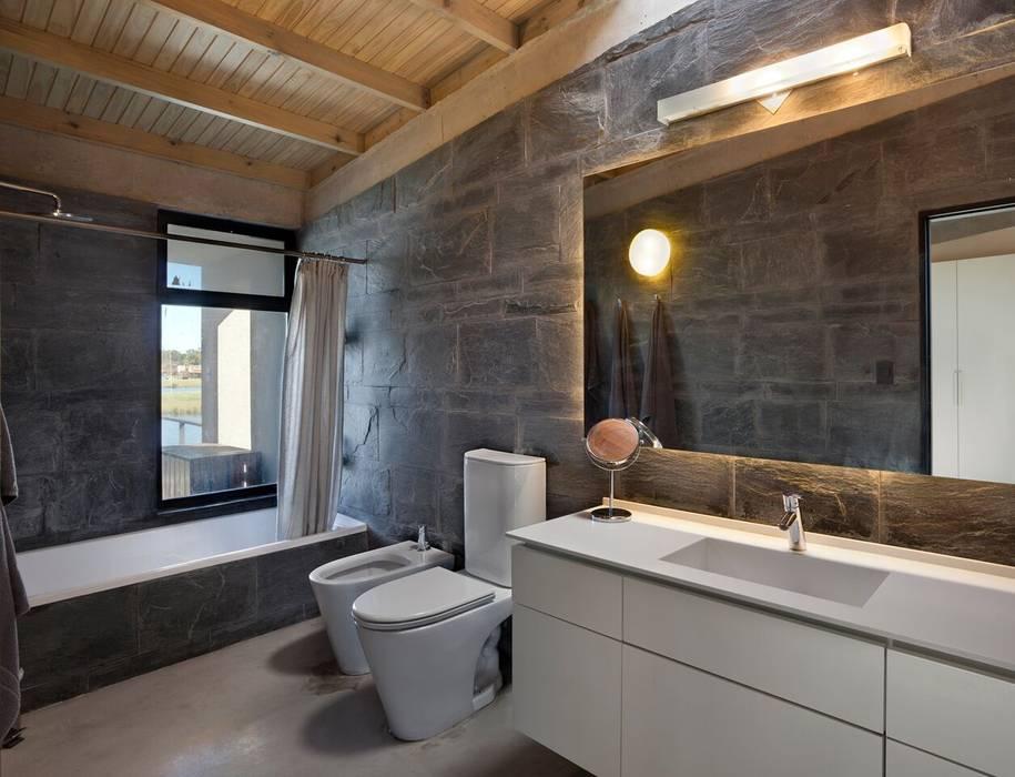 Ванная комната в стиле модерн от Ruben Valdemarin Arquitecto Модерн