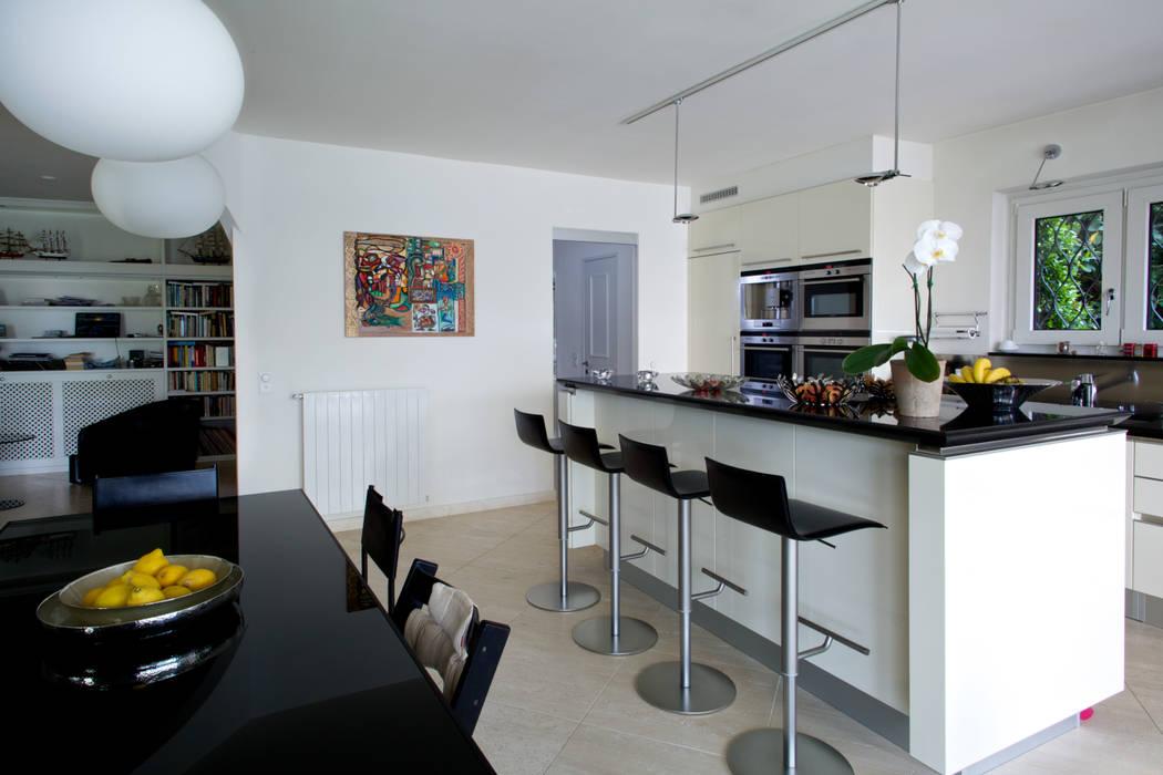 Splendida vista sul lago di Lugano Cucina moderna di DF Design Moderno