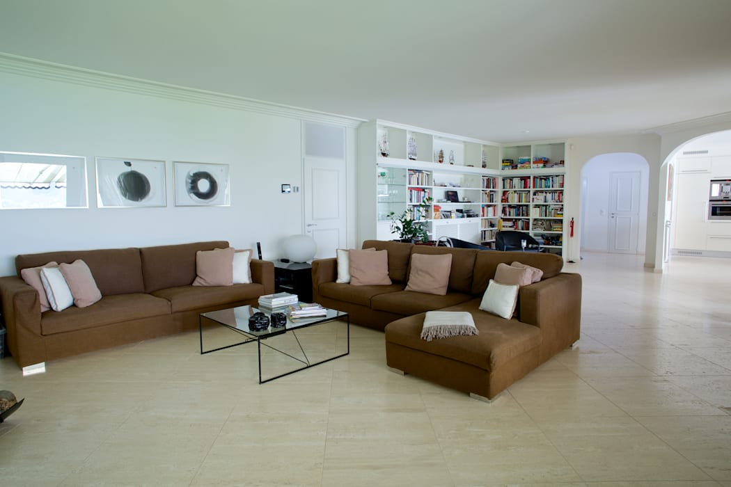 Splendida vista sul lago di Lugano Soggiorno moderno di DF Design Moderno
