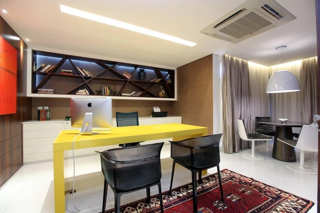 Bureau moderne par homify Moderne