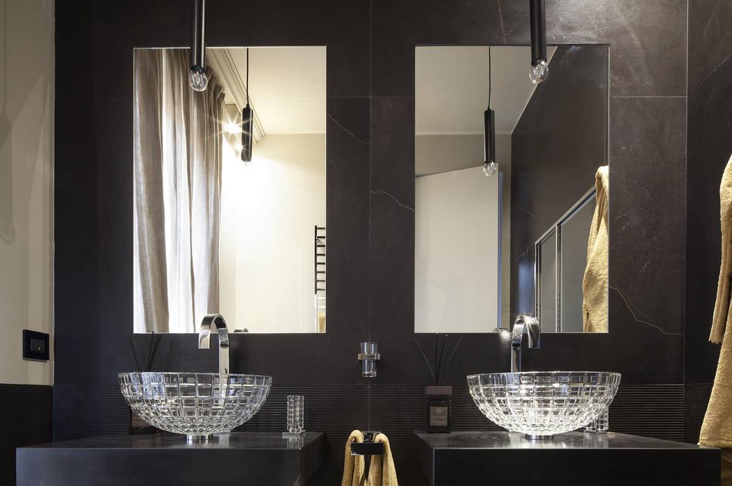 Il bagno padronale LUI : Bagno in stile in stile classico di Studio Andrea Castrignano