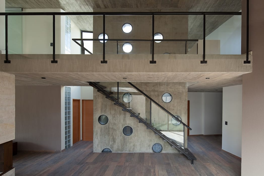  VIVIENDA UNIFAMILIAR K.G. : Pasillos y recibidores de estilo  por DMS Arquitectura