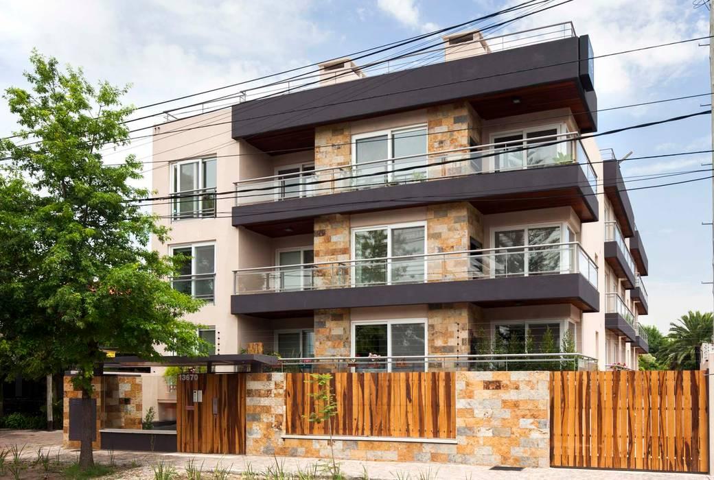 Maisons modernes par LLACAY arquitectos Moderne