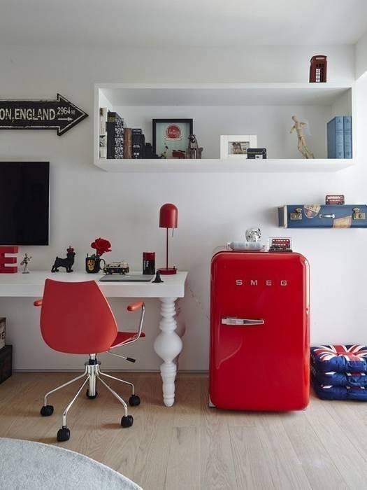 Modern nursery/kids room by Lovisaro Arquitetura e Design Modern