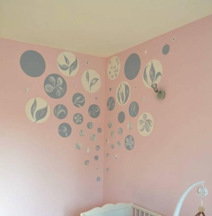 Tête de lit pour un berceau poétique: Chambre d'enfant de style  par Bleu d'avril