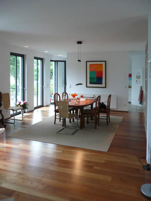 Salas de jantar minimalistas por waldorfplan architekten Minimalista