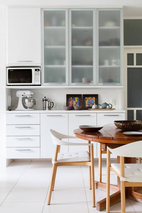 mmagalhães estúdio_Apartamento Parque: Cozinhas  por mmagalhães estúdio