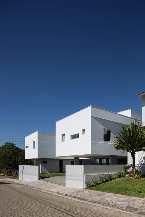 Casas de estilo  por br3 arquitetos, Moderno