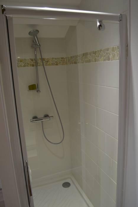 Salle d'eau étage: Salle de bains de style  par In Déco