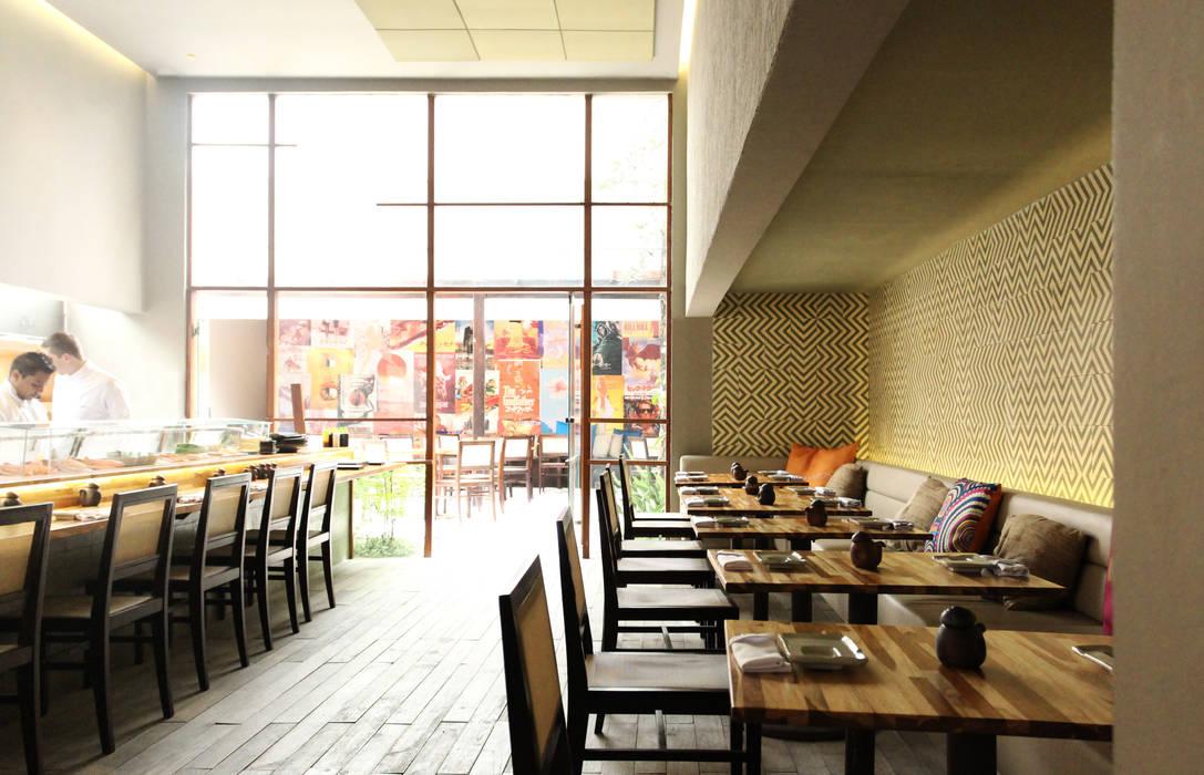 mmagalhães estúdio_Restaurante Sushibol Lounge: Espaços gastronômicos  por mmagalhães estúdio