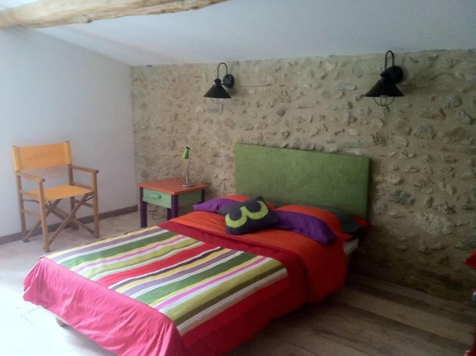 une chambre d'ado dans le dortoir: Chambre d'enfant de style de style Moderne par Rouge Amande
