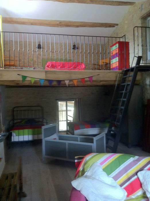 Un dortoir pour les petits enfants.: Chambre d'enfant de style de style Moderne par Rouge Amande