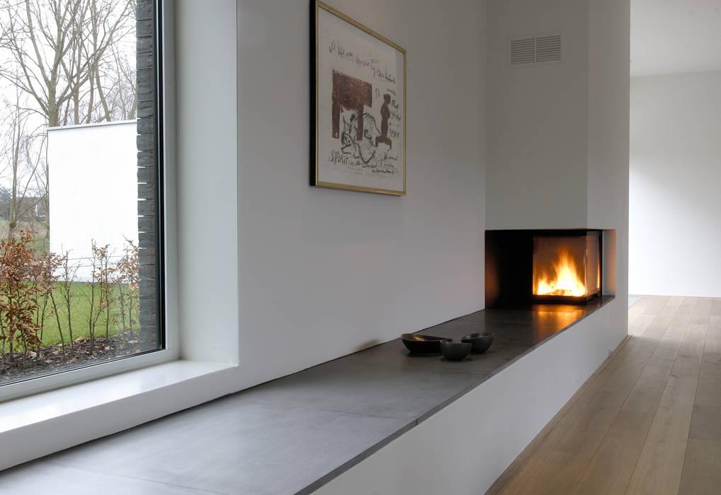 House TE: Salon de style de style Moderne par CONIX RDBM Architects