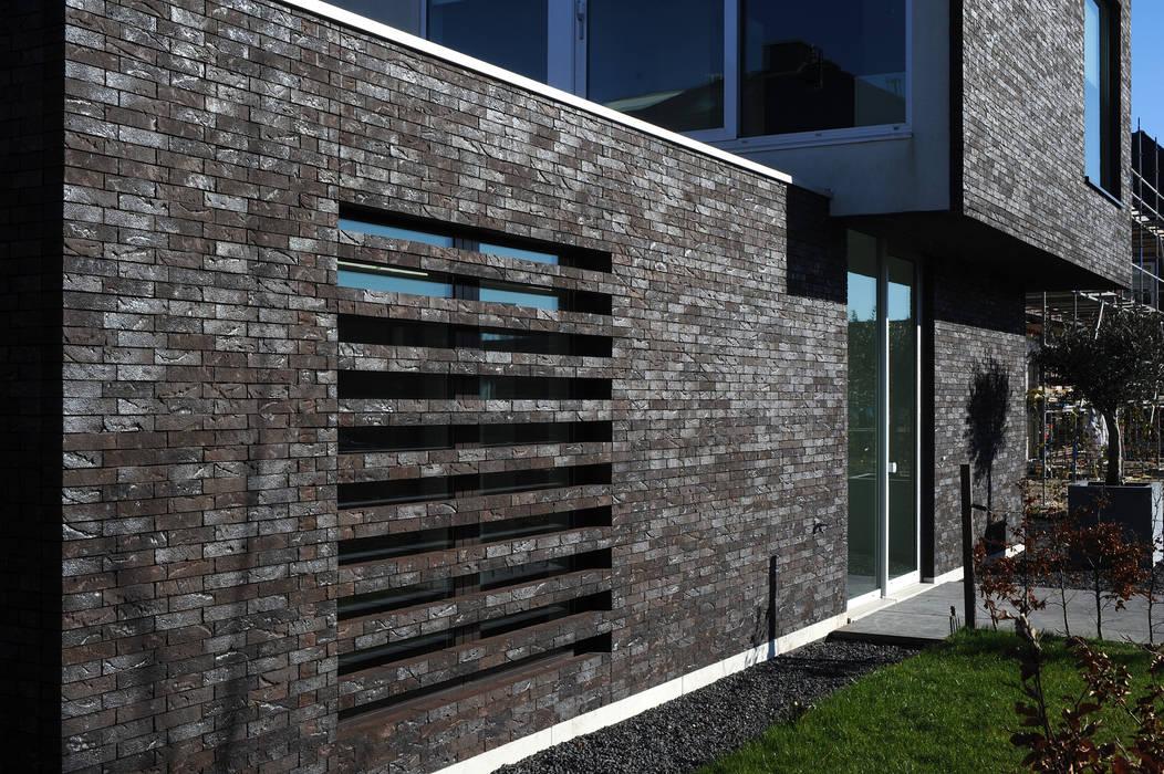 House TE: Maisons de style  par CONIX RDBM Architects