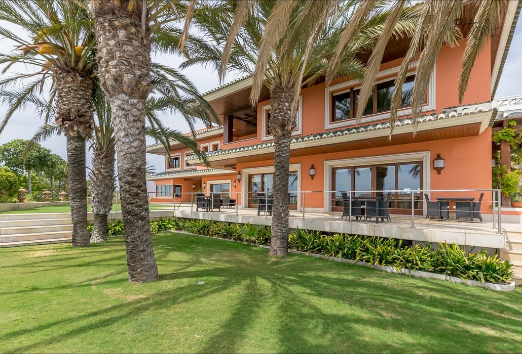 Villa de Lujo en Málaga con toques tropicales de diseño. Casas de estilo tropical de Per Hansen Tropical