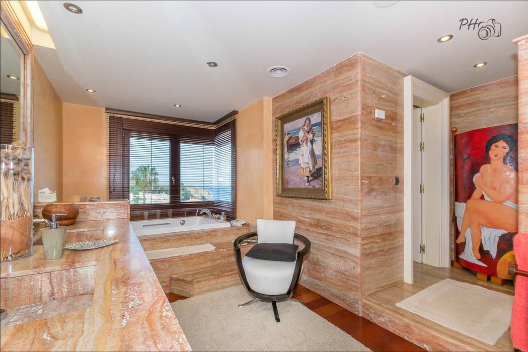 Baño de dormitorio principal Baños de estilo tropical de Per Hansen Tropical