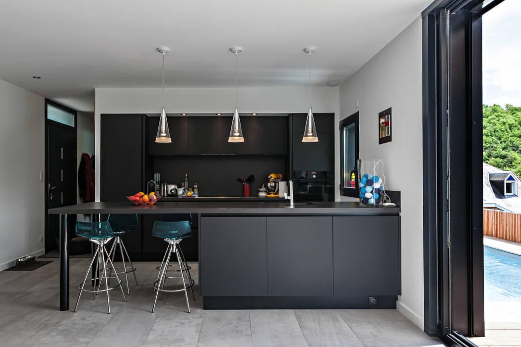 Modern Kitchen by Hugues TOURNIER Architecte Modern