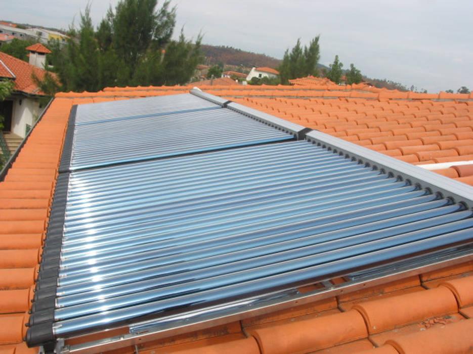 Integração de painéis solares -  uma questão arquitectónica vital: Casas  por myhomeconsultores.pt