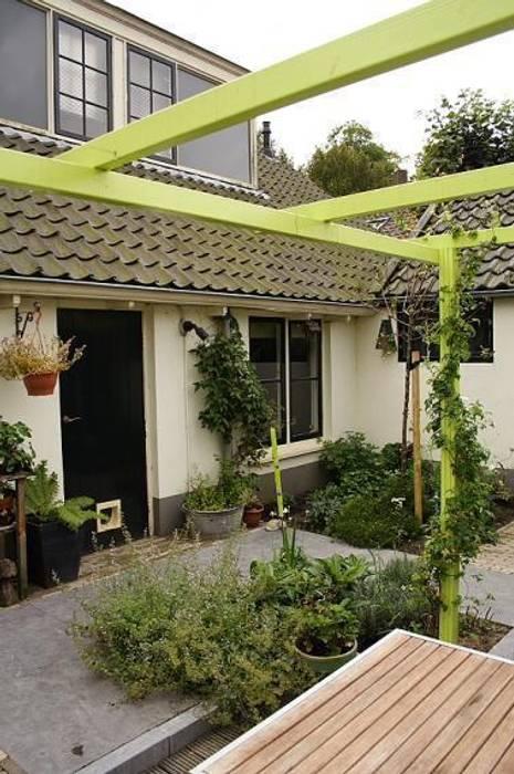Mini patio tuin Wijk bij Duurstede:  Tuin door Mocking Hoveniers