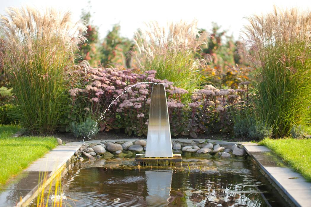 Vijver in de voortuin Landelijke tuinen van Dutch Quality Gardens, Mocking Hoveniers Landelijk