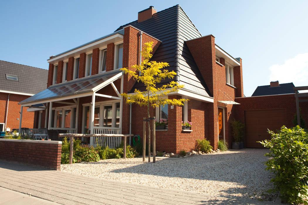 Voortuin bij nieuwbouw woning IJsselstein:  Tuin door Mocking Hoveniers, Modern