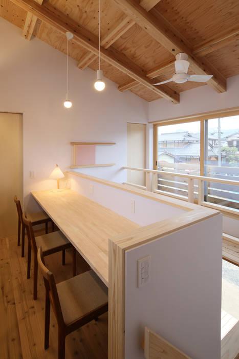 Study/office by 芦田成人建築設計事務所