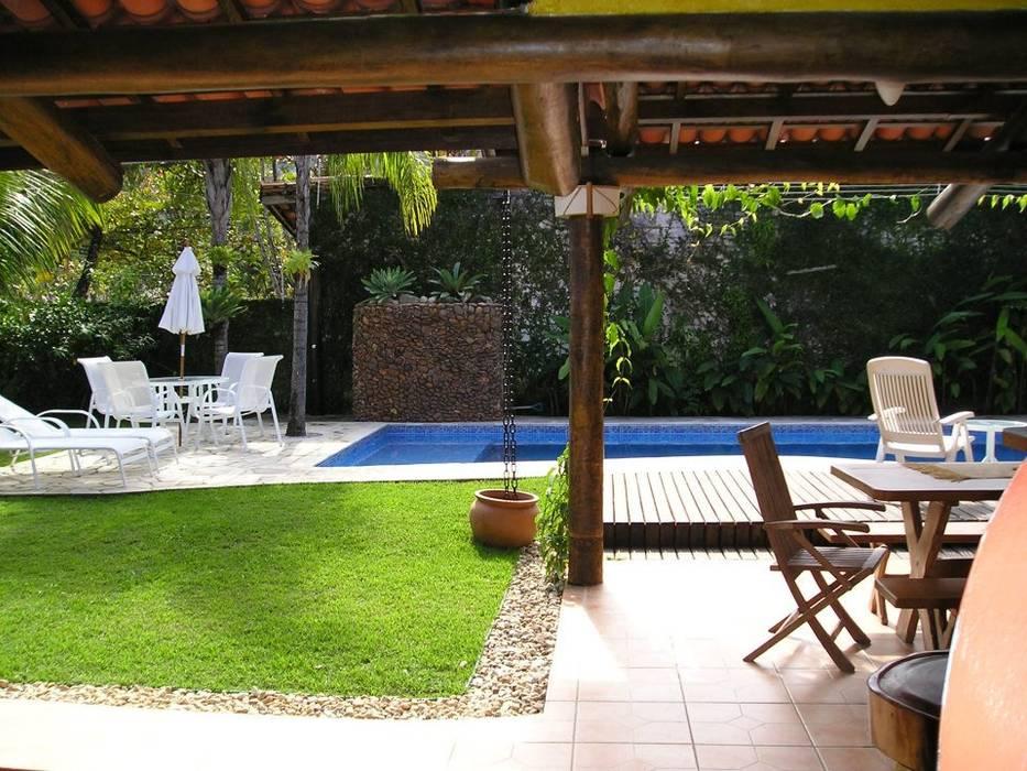 Tropical style garden by Metamorfose Arquitetura e Urbanismo Tropical