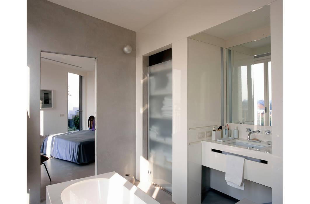 Bathroom by 8&A Architetti