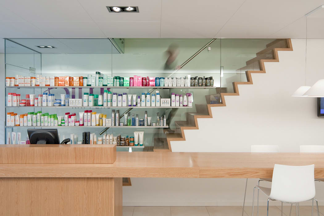 Hoofdkantoor Ami Kappers Moderne winkelruimten van ontwerpplek, interieurarchitectuur Modern