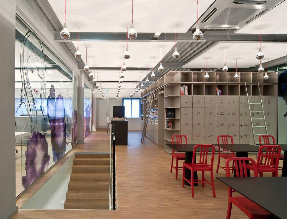 Hoofdkantoor Ami Kappers Moderne kantoorgebouwen van ontwerpplek, interieurarchitectuur Modern