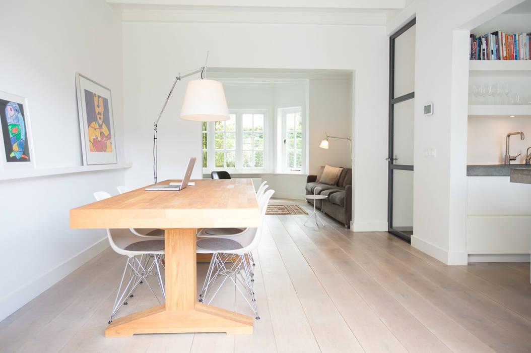 Woonhuis Laren:  Eetkamer door ontwerpplek, interieurarchitectuur