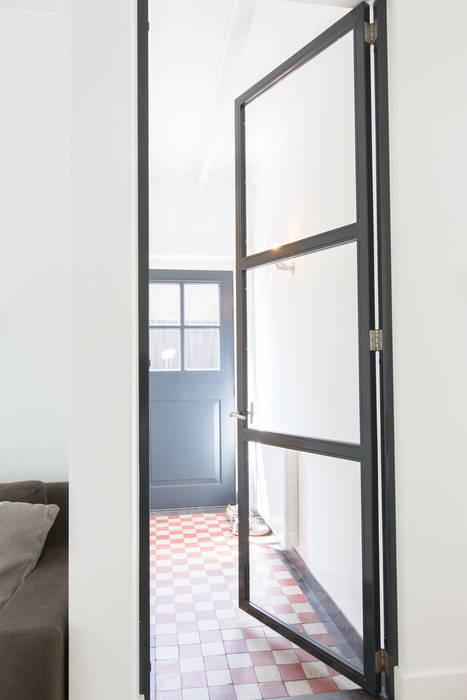 Woonhuis Laren:  Gang en hal door ontwerpplek, interieurarchitectuur