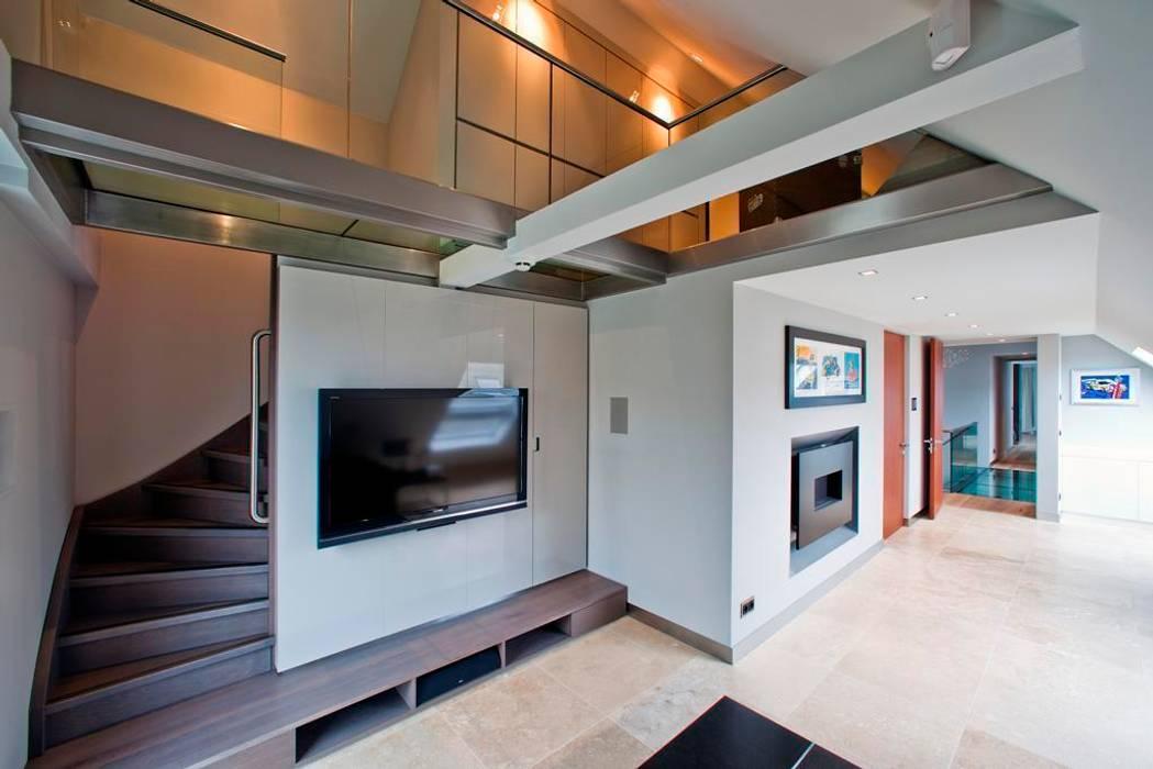 Glazen balustrade in woonkamer Moderne woonkamers van Buys Glas Modern
