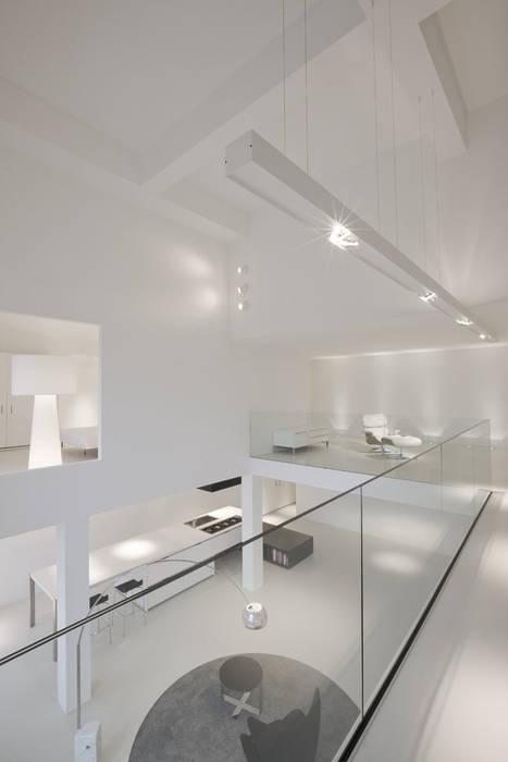 Glazen balustrade in minimalistische stijl Minimalistische woonkamers van Buys Glas Minimalistisch