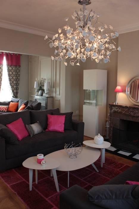 Un double salon mis en valeur: Salon de style de style Classique par Rouge Amande