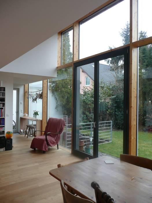 Salas de estilo moderno de waldorfplan architekten Moderno