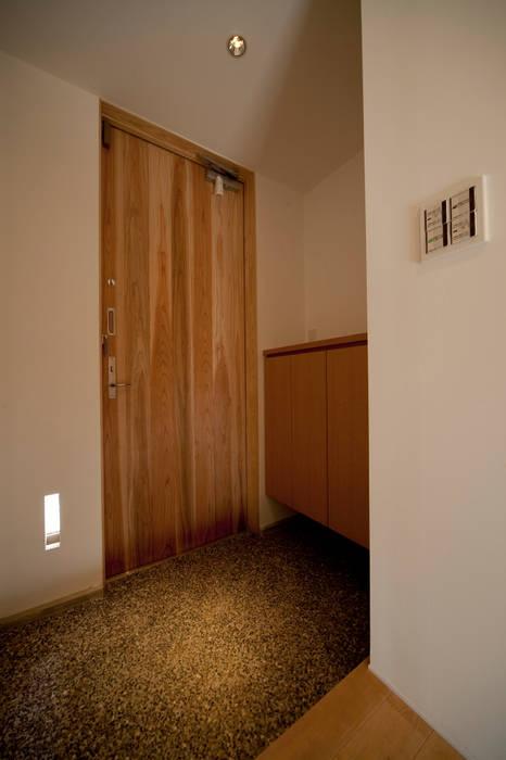 玄関−1: 有限会社クリエデザイン/CRÉER DESIGN Ltd.が手掛けた家です。