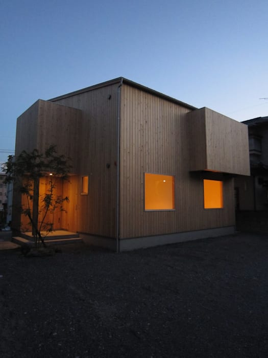 外観(夕景): 有限会社クリエデザイン/CRÉER DESIGN Ltd.が手掛けた家です。