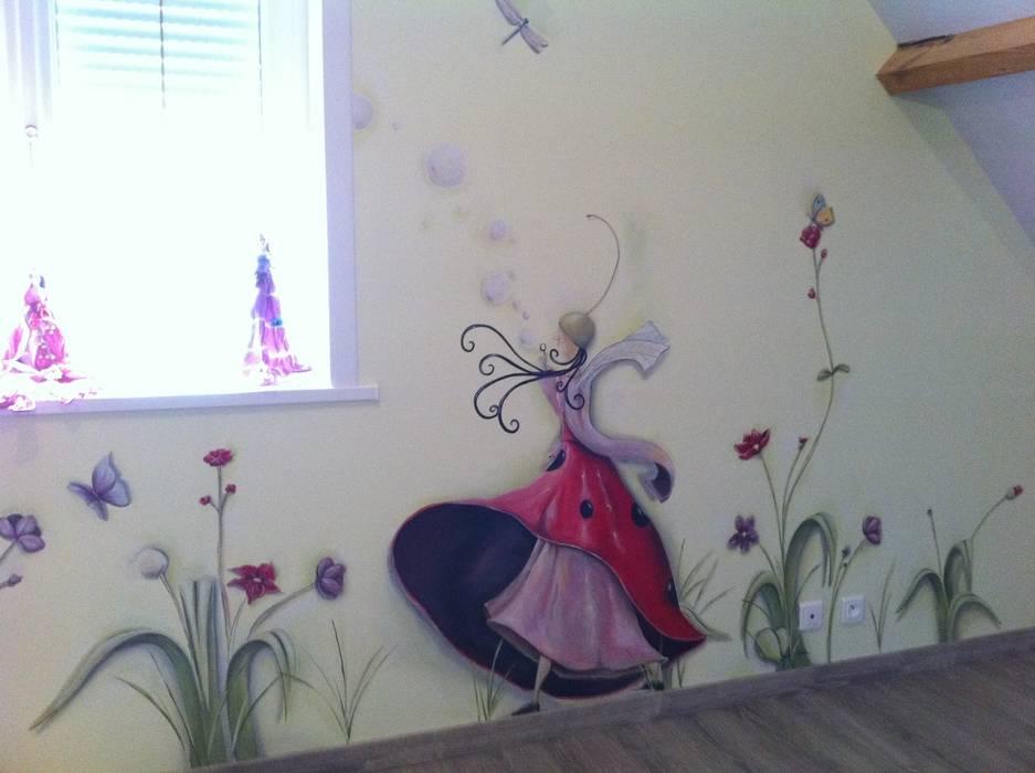 végétal: Chambre d'enfant de style  par Emilie Cardinale