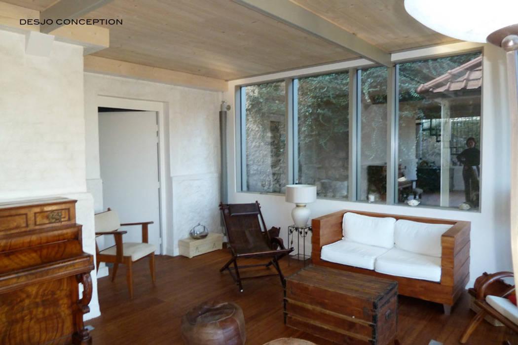 Salon: Salon de style de style Moderne par Desjoconception