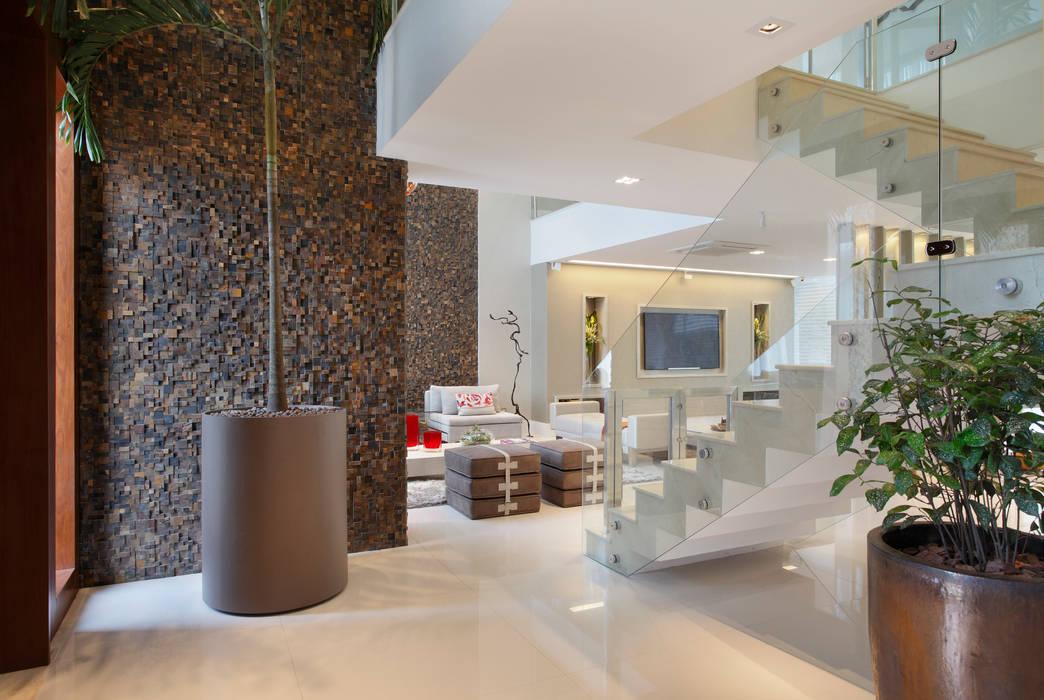 Modern style hallways, foyers and staircases by Studio Claudia Pimenta e Patricia Franco Decoração de Interiores Moderno