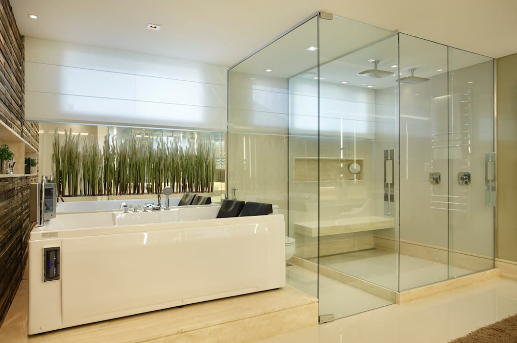 Morada de grandes proporções no Rio de Janeiro Banheiros modernos por Studio Claudia Pimenta e Patricia Franco Decoração de Interiores Moderno