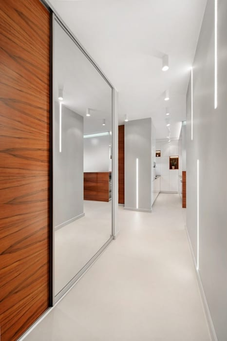 Finchstudio Pasillos, vestíbulos y escaleras de estilo minimalista