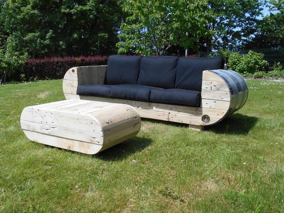 Sofa Und Couchtisch Aus Palettenholz Und Metallfass Wohnzimmer Von